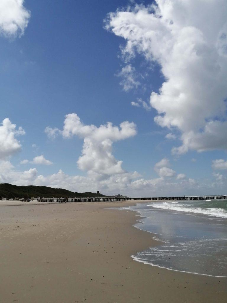 Tod in Zeeland Strand mit Blick Richtung Domburg